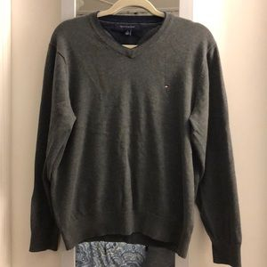 Men's gray v-neck sweater, size medium